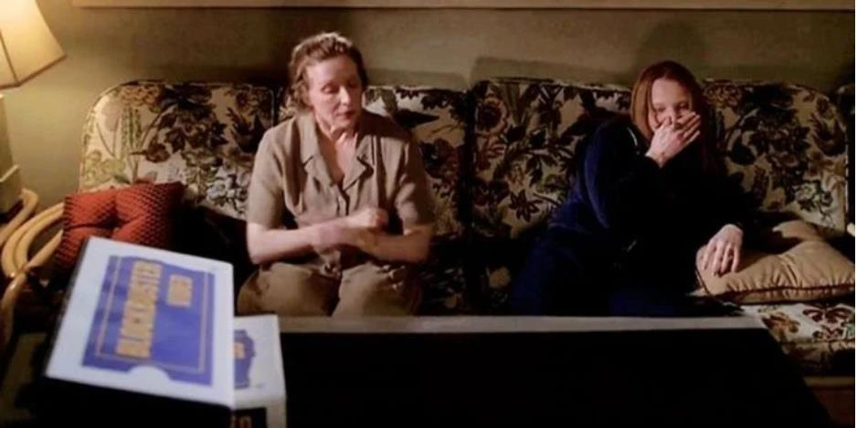 Six Feet Under: 10 Darkly Funny Moments From The Show